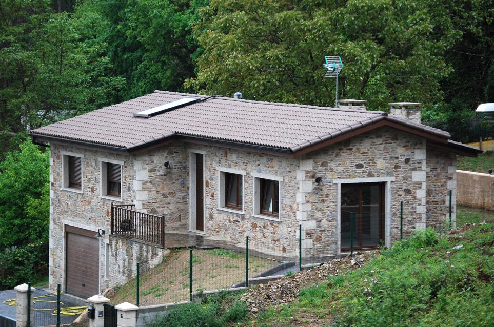 Construcci n de casa rustica en oleiros acasa - Construccion casas rusticas ...